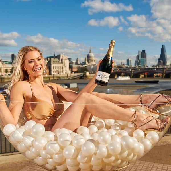 aldi_lucura_027  © Licensed to simonjacobs.com. 05.10.16 London, UK.