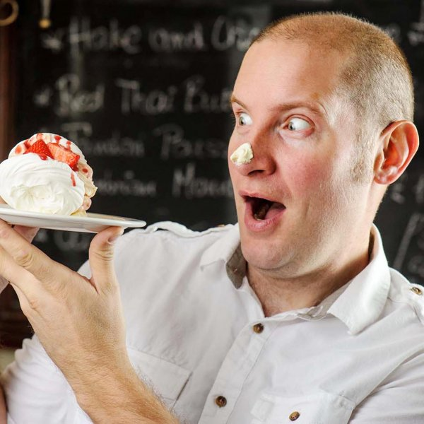 stacks-image-33D21FC  © Licensed to simonjacobs.com. 27/09/2014 London, UK. Great British Bake Off finalist Richard Burr at The Battle Axes, Elstree, Herts for a Chef and Brewer design a pudding competition. Photo credit : Simon Jacobs